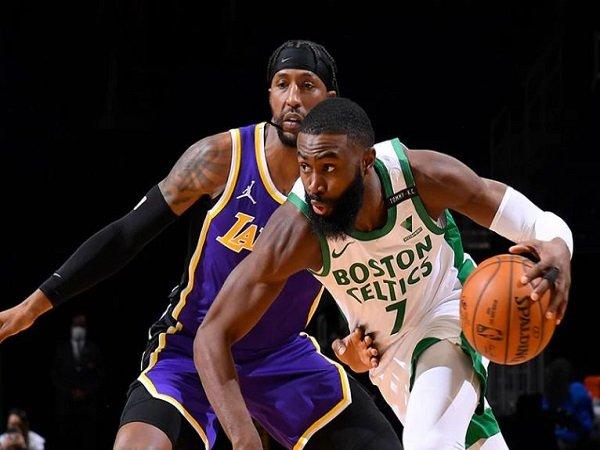 Jaylen Brown saat menghadapi Los Angeles Lakers.