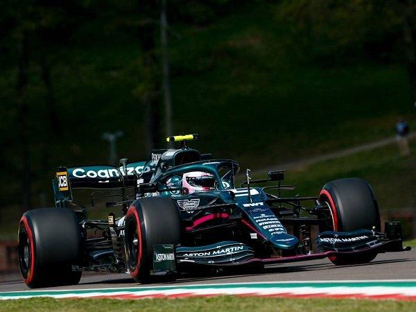 Sebastian Vettel tak terima dengan penalti yang didapatkannya di GP Emilia Romagna.