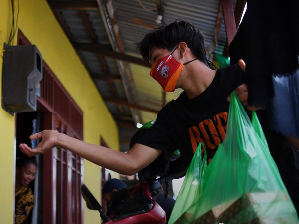 Aksi sosial skuat Borneo FC di bulan Ramadan