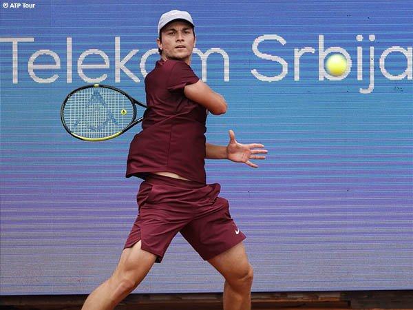 Miomir Kecmanovic melaju ke babak kedua Serbia Open 2021
