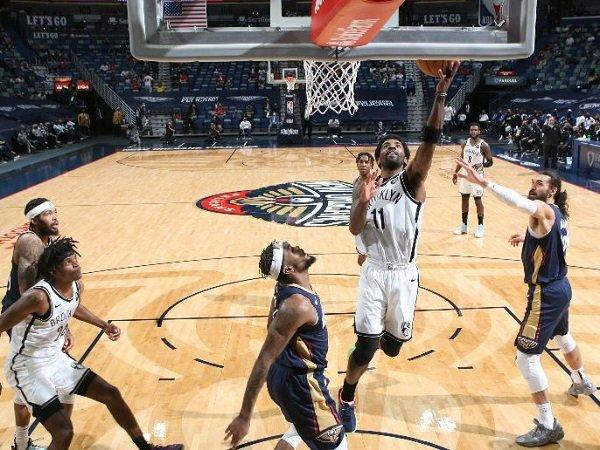 Point guard andalan Brooklyn Nets, Kyrie Irving (11) saat melawan New Orleans Pelicans.