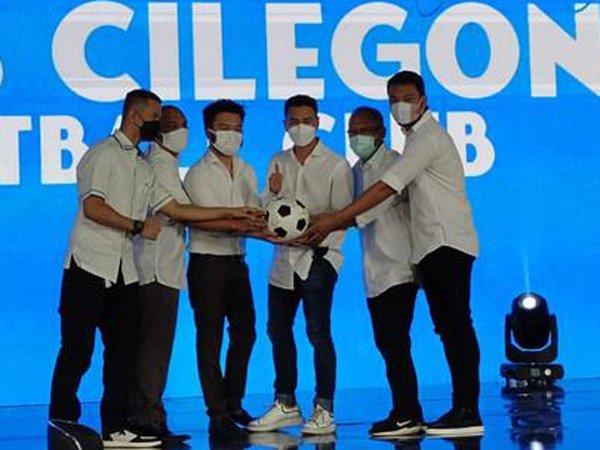 Raffi Ahmad memperkenalkan pemain Rans Cilegon FC