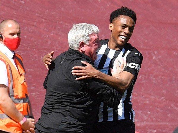 Steve Bruce ingin mempertahankan Joe Willock di Newcastle