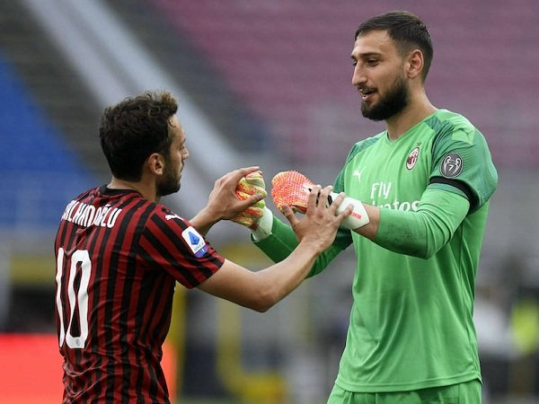 Duo Milan Hakan Calhanoglu dan Gianluigi Donnarumma