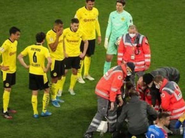 Dortmund berhasil melaju ke partai puncak DFB-Pokal usai meraih kemenangan telak atas Holstein Kiel dengan skor 5-0