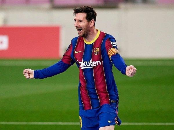 Lionel Messi lebih mungkin bertahan di Barcelona ketimbang hijrah ke PSG.