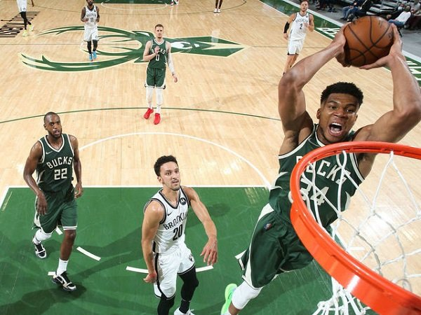 Giannis Antetokounmpo bawa Milwaukee Bucks pecundangi Brooklyn Nets.
