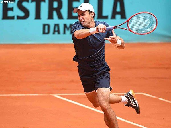 Aslan Karatsev melaju ke babak kedua Madrid Open 2021