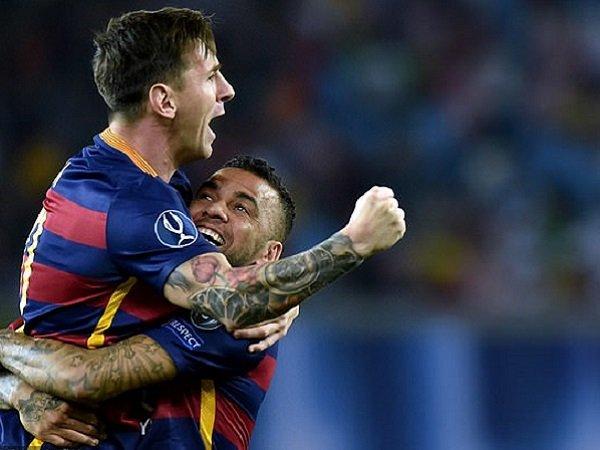 Dani Alves saat bermain bersama Lionel Messi di Barcelona. (Images: Getty)