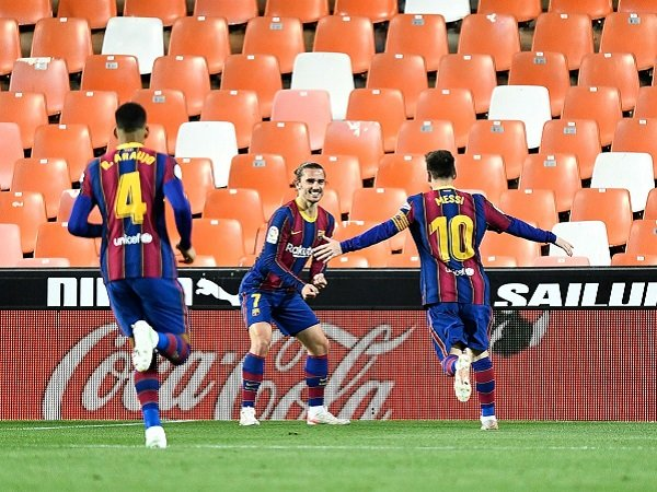 Messi dan Griezmann jadi penyelamat Barcelona kontra Valencia.