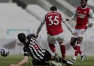 Fabian Schar Dikartu Merah kontra Arsenal, Bruce Sebut Wasit Berlebihan