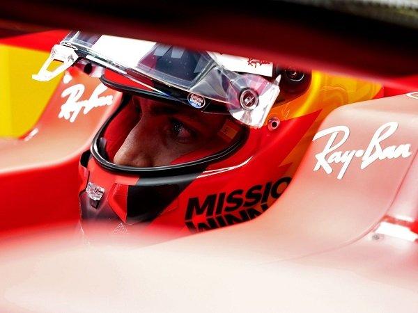 Carlos Sainz Jr kecewa dengan strategi buruk Ferrari di GP Portugal.