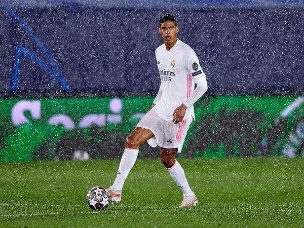 Raphael Varane tak perkuat Real Madrid untuk leg kedua kontra Chelsea.
