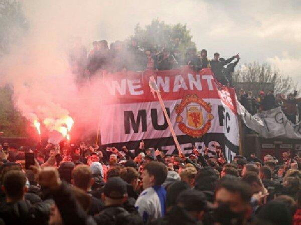 Roy Keane peringatkan pemilik MU tentang protes fans