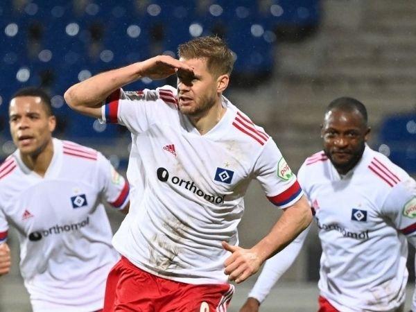 Schalke memastikan perekrutan Simon Terodde untuk menambah amunisi dalam mengarungi kompetisi di divisi 2.Bundesliga musim depan.
