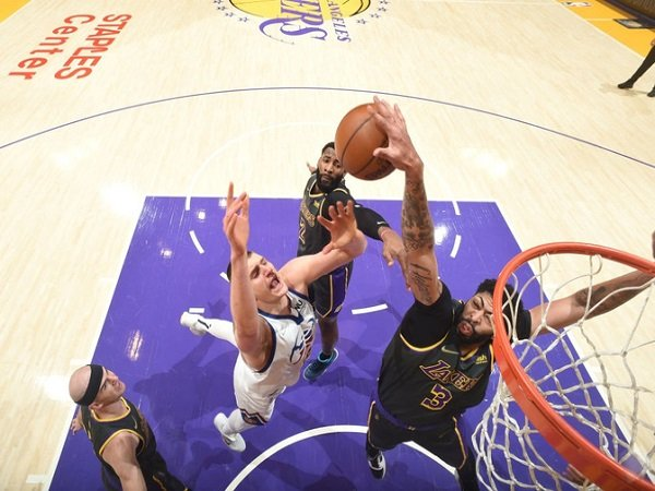 Anthony Davis puas bisa putus tren negatif Los Angeles Lakers.