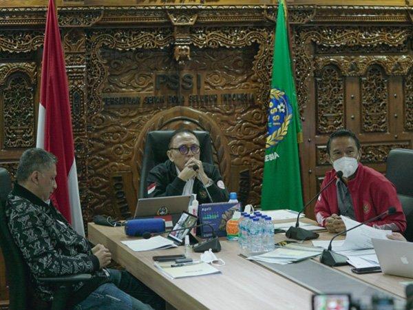 Ketua Umum PSSI Mocahmad Iriawan saat melakukan rapat bersama Exco