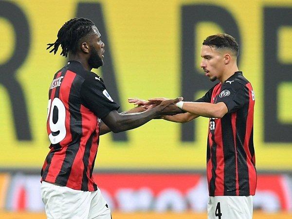 Duo gelandang Milan Franck Kessie dan Ismael Bennacer