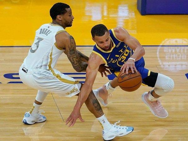 Stephen Curry punya tekad besar bawa Warriors lolos babak playoff.