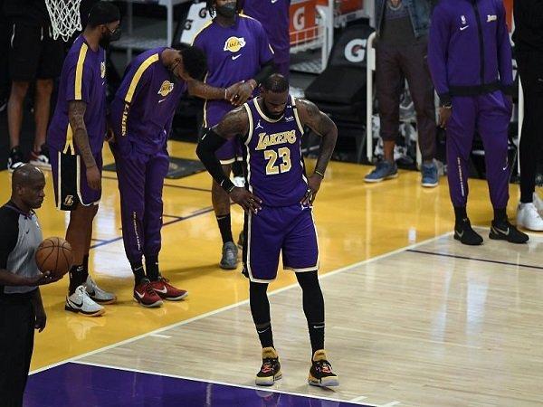 Los Angeles Lakers enggan ambil resiko soal kesehatan LeBron James.