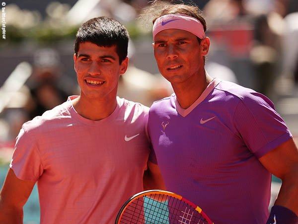 Rafael Nadal [kanan] masih terlalu tangguh bagi Carlos Alcaraz [kiri]