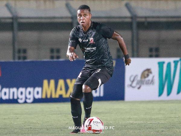 Gelandang Madura United, Hugo Gomes dos Santos Silva atau Jaja