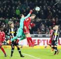 Kiper Gladbach Tak Sudi Lewandowski Pecahkan Rekor Gerd Muller di Gawangnya