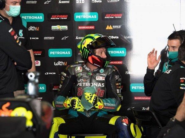 Giacomo Agostini motivasi Valentino Rossi agar tak takut pensiun.