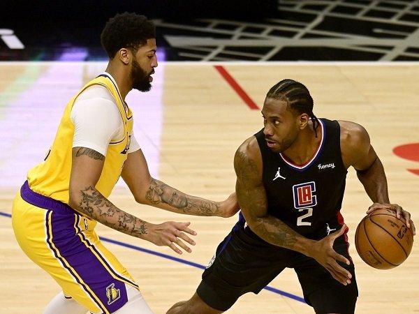 Los Angeles Lakers tak berdaya di hadapan Los Angeles Clippers.
