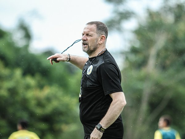 Pelatih PSS Sleman, Dejan Antonic bangga 3 pemainnya dipanggil timnas Indonesia