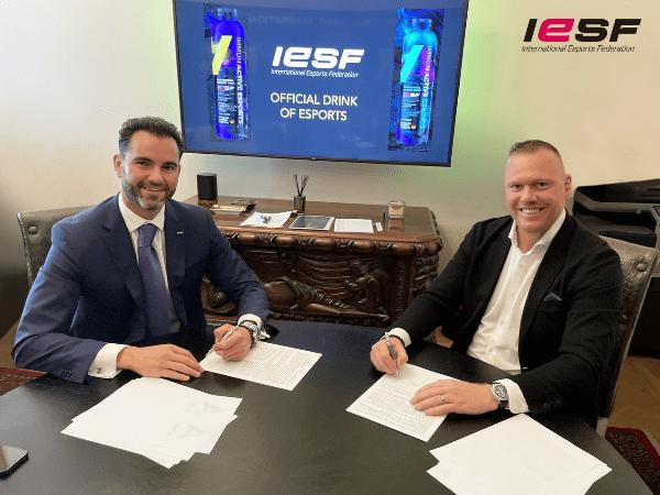 IESF dan Immun Active Kerjasama Produksi Minuman Khusus Atlet Esports