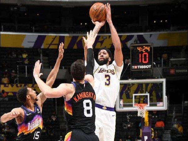 Bintang Los Angeles Lakers, Anthony Davis. saat melawan Phoenix Suns (Images: Getty)