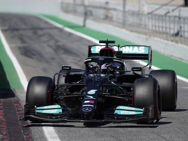 Lewis Hamilton sempat tak percaya strategi 2 pit stop bisa buatnya menang di Catalunya.
