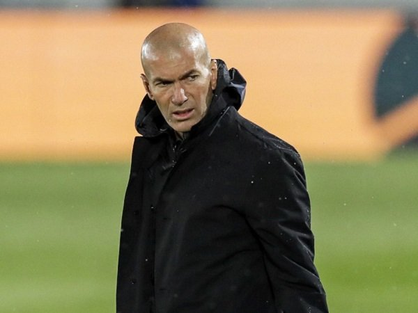 Zinedine Zidane keluhkan kepemimpinan wasit dalam pertandingan kontra Sevilla.
