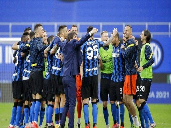 Gara-gara krisis keuangan yang serius, Inter Milan disebut keberatan menggaji para pemainnya sampai dua bulan ke depan / via Getty Images