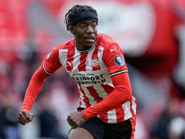 Dikaitkan dengan Borussia Dortmund, Noni Madueke mengaku tersanjung