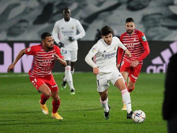Real Madrid bertandang ke markas Granada dalam laga lanjutan La Liga.