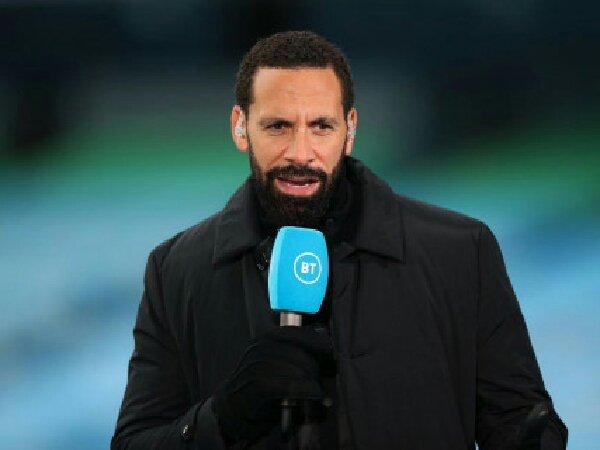 Rio Ferdinand sarankan Manchester United untuk rekrut bek tengah baru