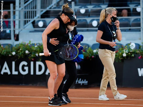 Usaha Simona Halep pertahankan gelar Italian Open berakhir dengan tragedi