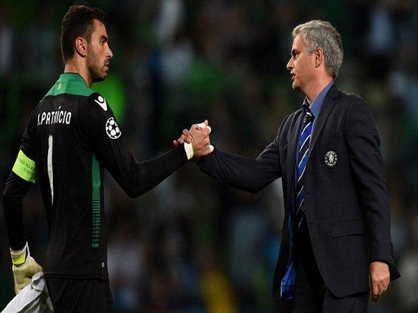Kiper Wolverhampton Wanderers yaitu Rui Patricio, dilaporkan masuk dalam target Jose Mourinho untuk memperkuat tim AS Roma musim depan / via Getty Images