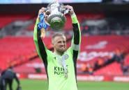 Schmeichel Persembahkan Trofi Piala FA Leicester untuk Mendiang Khun Vichai