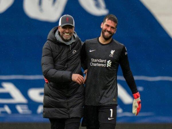 Manajer Liverpool yaitu Jurgen Klopp, mengaku sempat tak menyangka dengan gol yang dibuat oleh Alisson Becker saat menang dramatis 2-1 atas West Brom (16/5) / via Getty Images