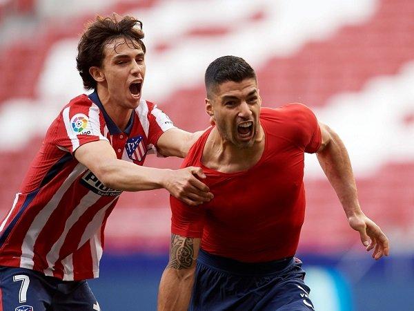 Luis Suarez bantu Atletico Madrid kembali ke puncak klasemen La Liga.