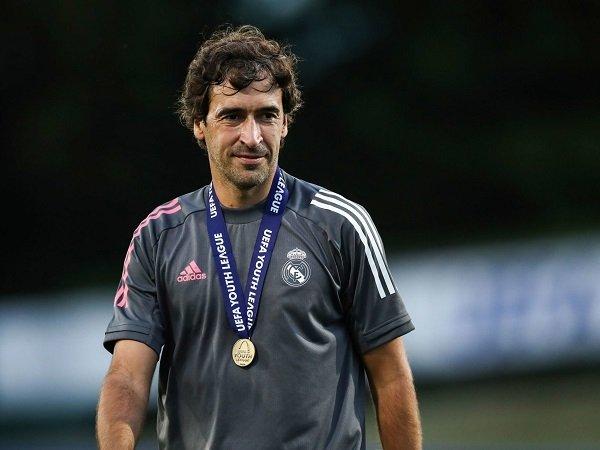 Raul Gonzalez dirumorkan bakal naik jabatan ke tim Real Madrid senior.