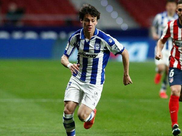 Hampir tercapai kesepakatan antara MU dan Deportivo Alaves untuk perpanjangan kontrak Facundo Pellistri