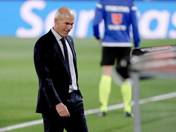 Zinedine Zidane tidak sedang menuju pintu keluar Real Madrid.