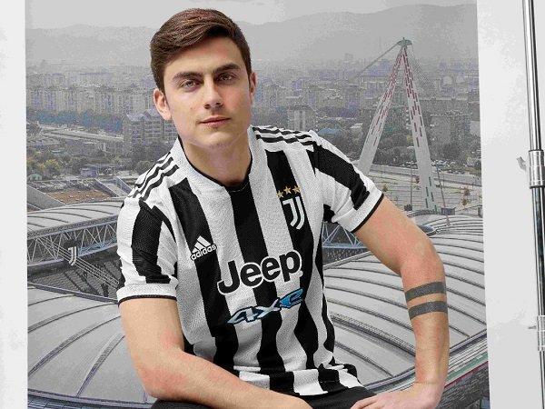 Juventus perkenalkan seragam baru untuk musim depan.