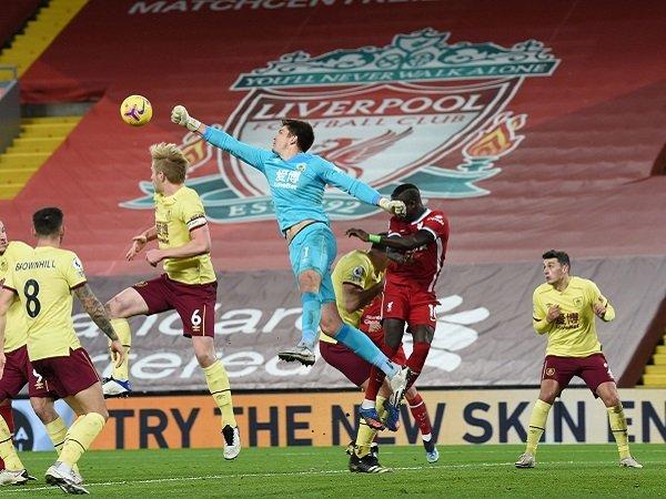 Liverpool berusaha jaga asa ke Liga Champions ketika menghadapi Burnley.