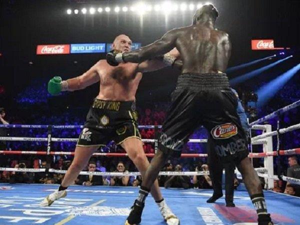 Tyson Fury saat adu jotos dengan Deontay Wilder. (Images: Getty)