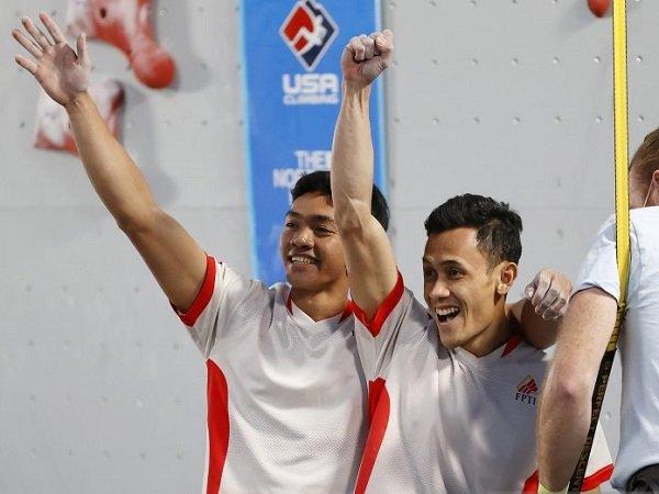 Atlet panjat tebing Indonesia Katibin Kiromal (kiri ) dan rekannya Veddriq Leonardo (kanan).